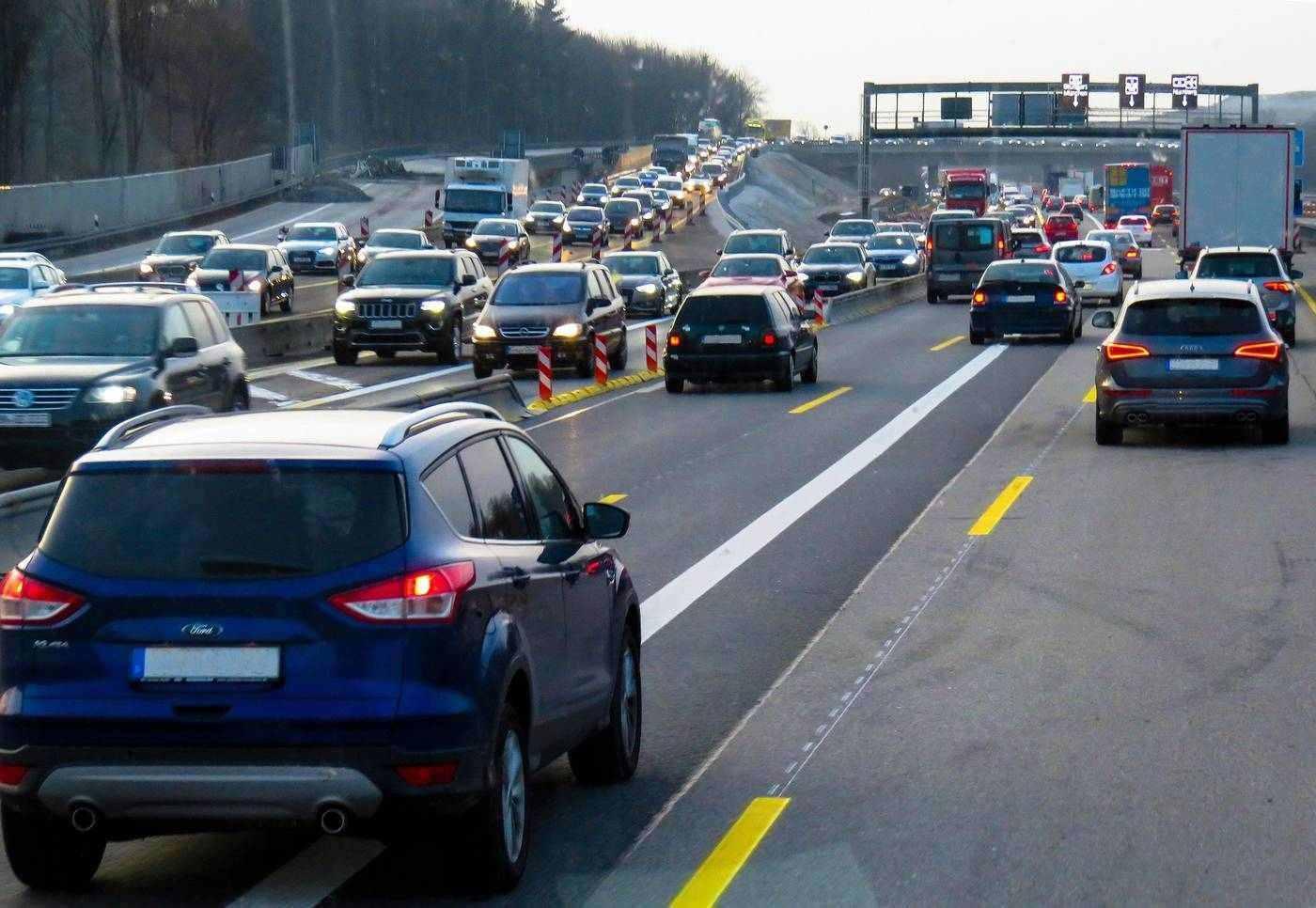 Heavy traffic on highway